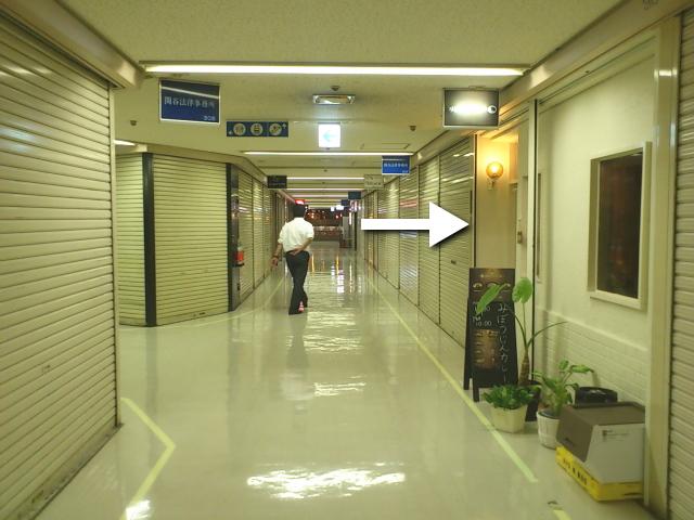 そして3階シャッター通路にぽつんと営業するみぼうじんカレー発見