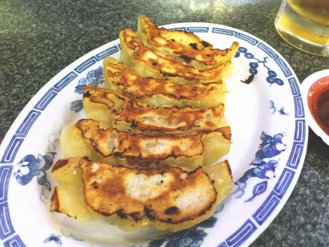 焼きはオリジナル。  神戸餃子 赤萬みたく、油少な目、水で蒸かす
