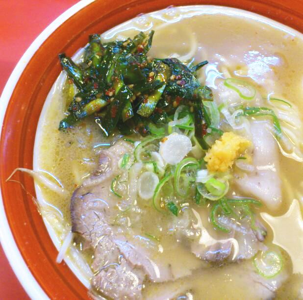 中華そばの匂いをのこしつつも金龍ライト豚骨スープを繊細に進化させた