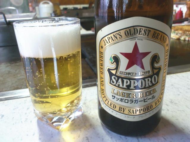 瓶ビールはサッポロの赤星。  これまた、たまりまへ~ん。