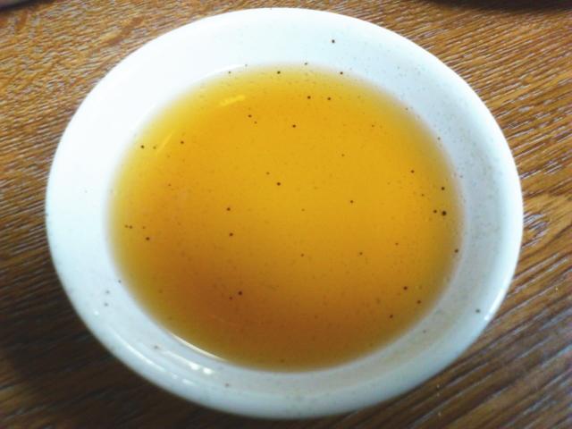 タレはなかなか素晴らしい!  おすましくらいの透明度で酒の甘味を感じる洗練された仕様
