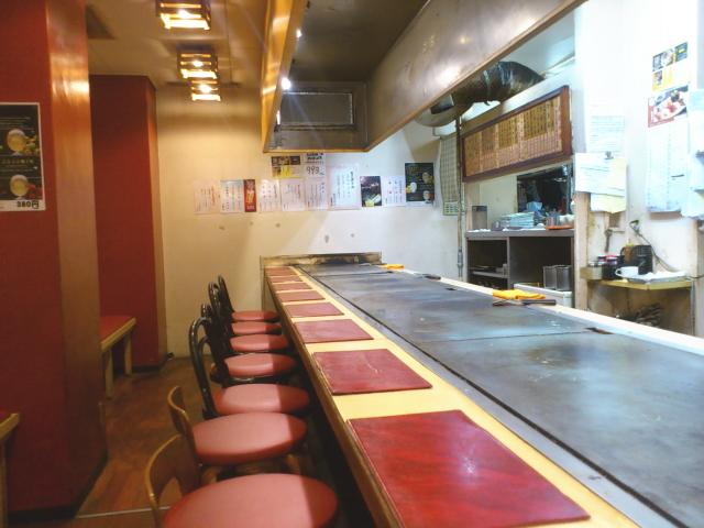今や当たり前の鉄板カウンター。 これは、この時大阪ぼてじゅうが産み出したんやとか。