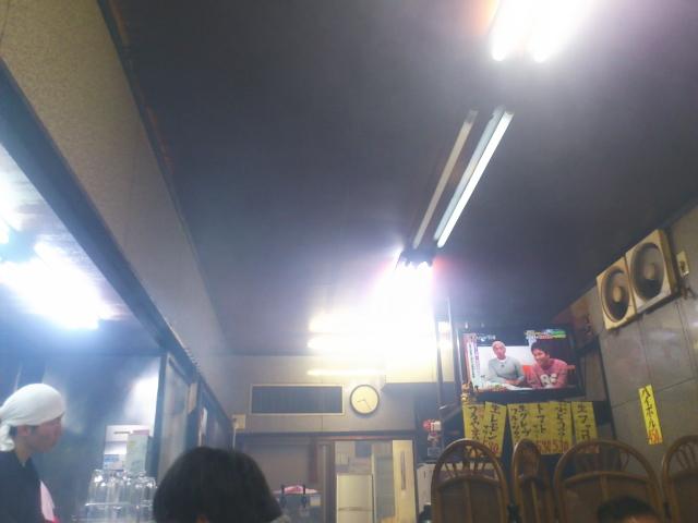 気がつくと店内おきまりの煙の館状態。 料理サーブと同じで換気扇全然まにあいましぇ~ん。