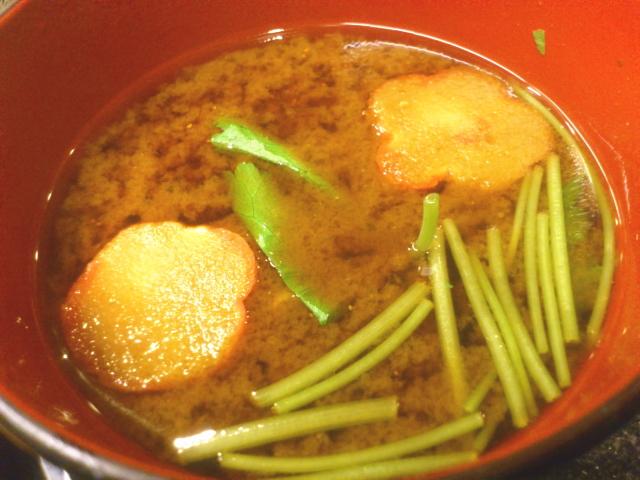 爽やかな赤肝。 ゆーても味噌は普通の。 赤味噌やおまへん。