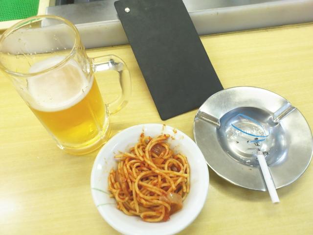 発注は、ナポリタン130円&生ビール。 気になってましてん。