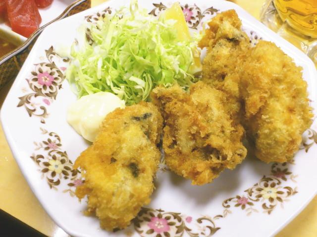 オヤジは、牡蠣フライ注文。 またなんと見事な牡蠣フライ。