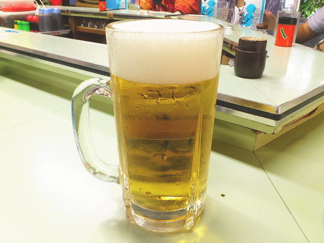 間もなく750円のドデカいビールと来ましたがな。