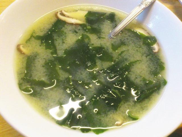 こちらは焼肉店では珍しい味噌スープ324円発注で〆。
