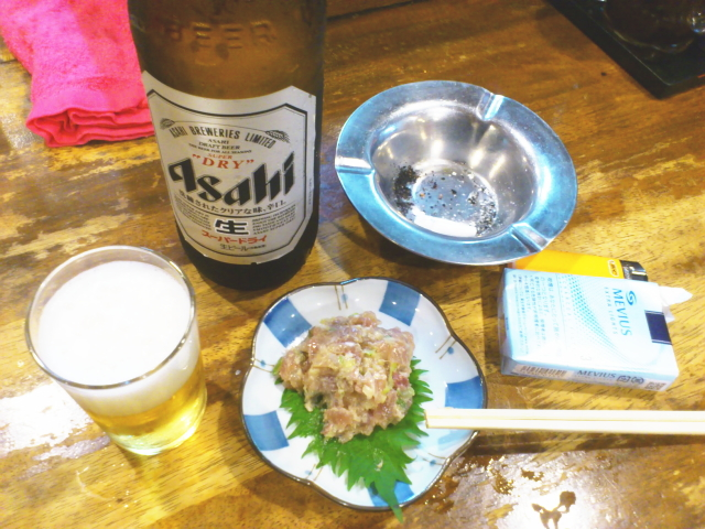 さっき牛丼食ったとこやから、 軽く名物のなめろ200円つまみますか。