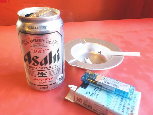 缶ビール缶ビール。 スーパードライのアテは、 チャーシュー&キムチでGo!  特にニラキムチがあいまんねん。