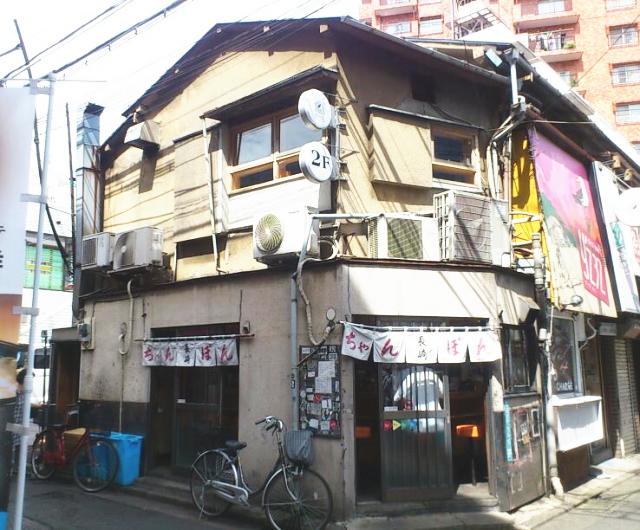 長崎は、 店構えも魅力的。