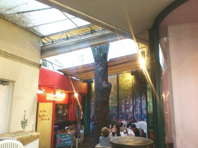 店内カウンターか店外カフェ共通なんかテーブルも使える。