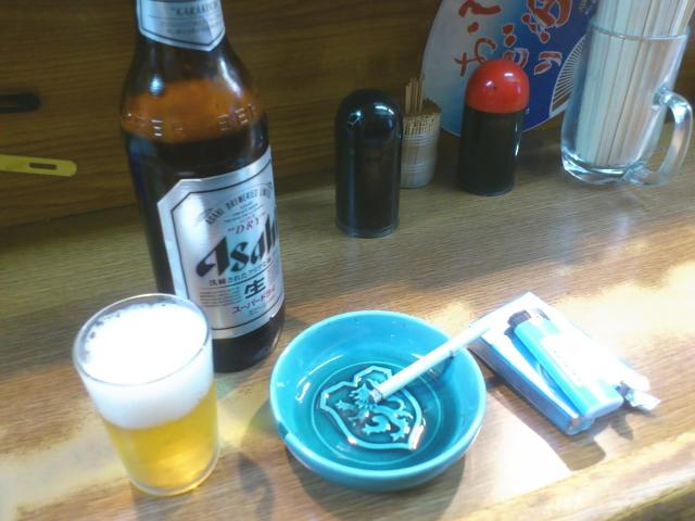 まずは瓶ビールを。