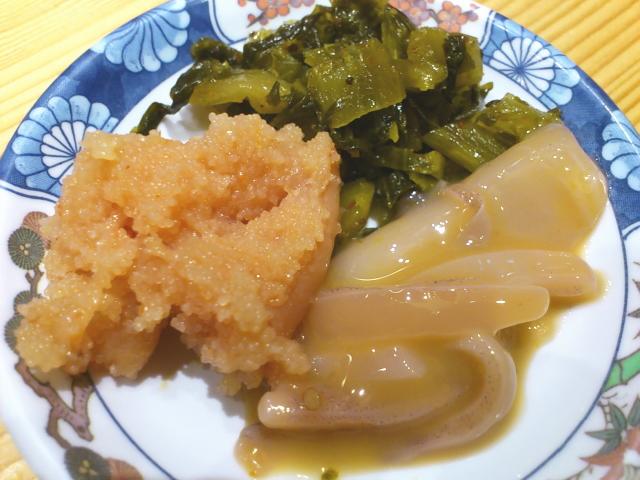 さっそく小皿にとりわけ。 やまや明太子美味い! 高菜美味い!